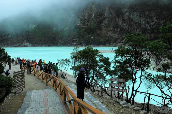 3d2n bandung volcano city  tour package